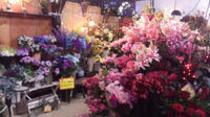 豪華なバラやユリの造花などたくさん入荷しました!
