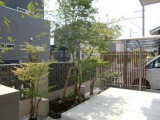 植栽と目隠しフェンスの工事 熊本市H邸 2011年4月