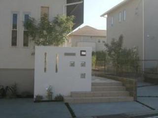 シンプルな緑が映える門周り 2011年10月 菊陽町M邸