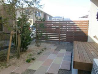 目隠しと雑草対策で庭を快適に!熊本市S邸 2011年11月