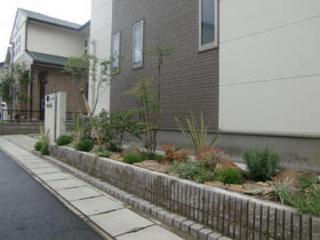 寂しい玄関前をキレイに! 熊本市M様邸 2012年7月